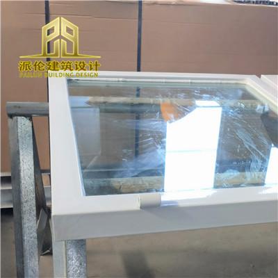 泄爆窗外框采用2.0铝型材折弯成型,6+6的夹胶安全玻璃